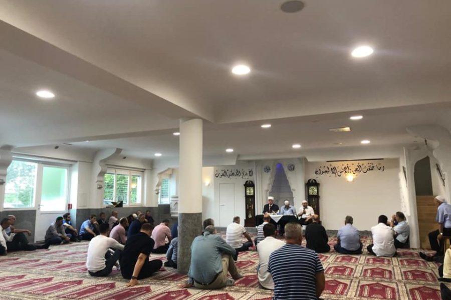 """Historiku i hatmes javore në xhaminë shqiptare """"Hëna e Re"""" në Kreuzlingen të Zvicrës"""